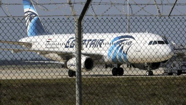 A hijacked Egyptair Airbus A320 airbus stands on the runway at Larnaca Airport in Larnaca, Cyprus , March 29, 2016.      REUTERS/Yiannis Kourtoglou      TPX IMAGES OF THE DAY
